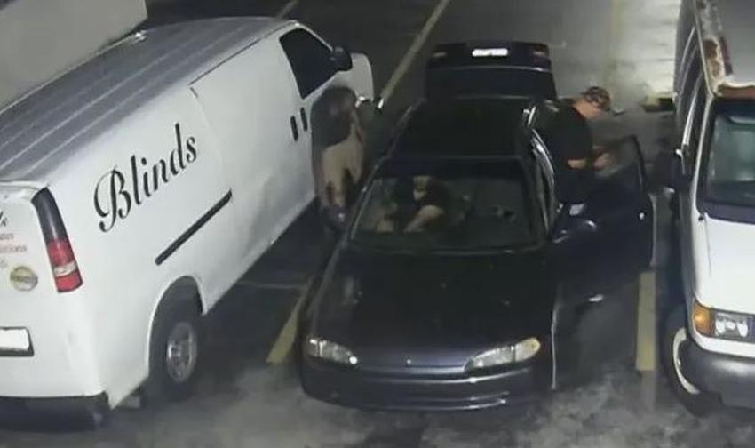 Captados en cámara tres ladrones roban una pieza de un vehículo de trabajo de un cubano en Miami