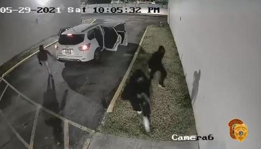 Policía de Miami Dade revela video del vehículo y los hombres que participaron en tiroteo que dejó más de 20 heridos
