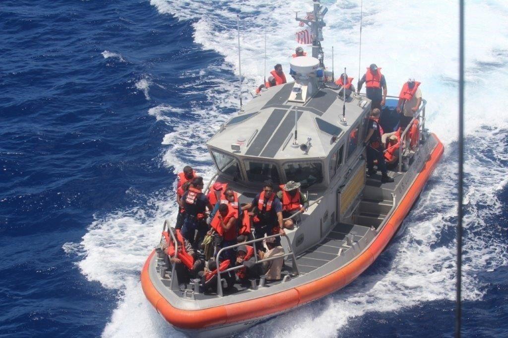 """Guardia Costera de EEUU a balseros cubanos: """"Cruzar aguas implacables en embarcaciones"""" precarias """"a menudo es un intento mortal"""""""