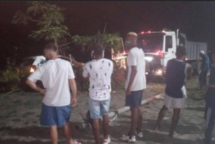 Chofer ebrio provoca un choque entre un carro de turismo y un camión en La Habana