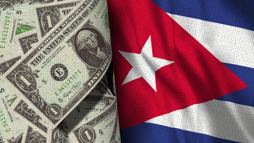 Cubanos en Cuba reaccionan a la suspensión de los depósitos de dólares en efectivo