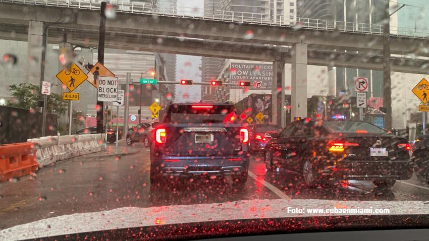 Servicio del Clima en Miami advierte de posibles inundaciones en las calles