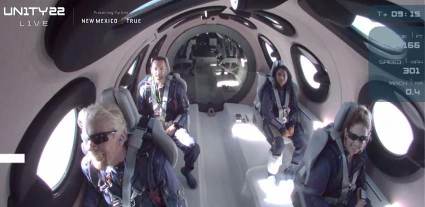 Multimillonario Richard Branson viaja al espacio en la nave de su propia compañía Virgin Galactic