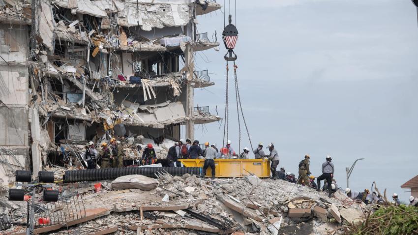 Rescatista encuentra el cuerpo de su hija entre los escombros