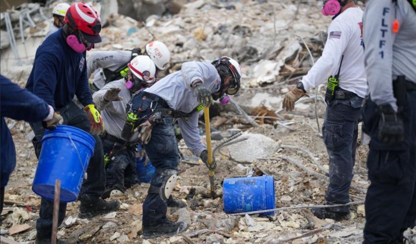 Esfuerzos de rescate de sobrevivientes en Surfside pasará en breve a ser una operación de recuperación