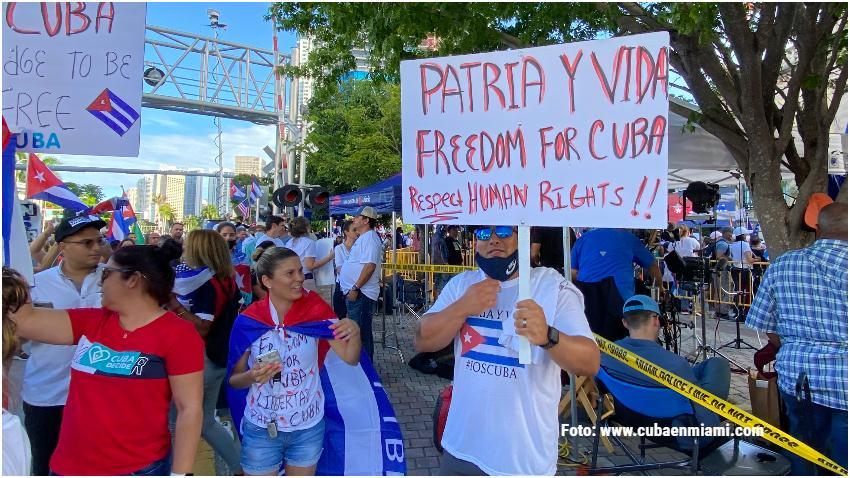 Condado Miami-Dade declara el 11 de julio Día de Patria y Vida y SOS Cuba