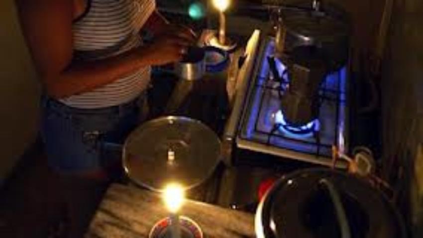 Familia cubana pasa el Covid-19 en su casa, bajo apagones de seis horas