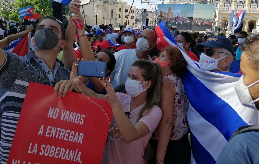 El régimen realiza inmensa caravana comunista, en medio del peor pico de la pandemia de Covid-19 en Cuba