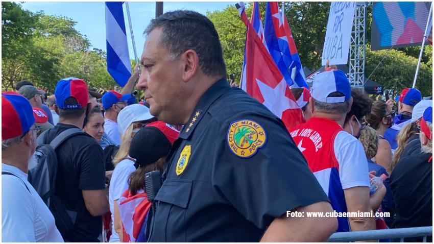 Administrador de la ciudad de Miami suspende al jefe de la policía Art Acevedo y se prepara para despedirlo
