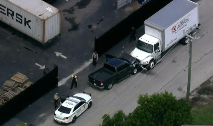Conductor se roba una camioneta en Hialeah y es arrestado después de chocarla