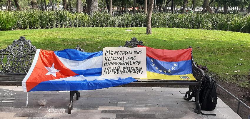 Cubanos se suman a los venezolanos en México, para expresar su desacuerdo por la presencia de Nicolás Maduro y Díaz-Canel en ese país