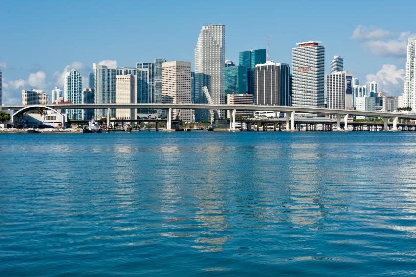Residentes en Miami tendrían que ganar más de $28 dólares la hora para poder pagar el precio de la renta