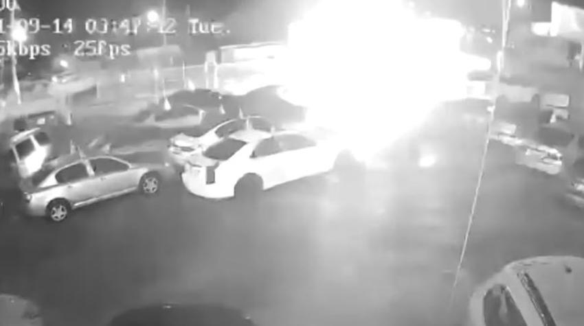 En cámara como una persona prende fuego a un concesionario de autos en Miami