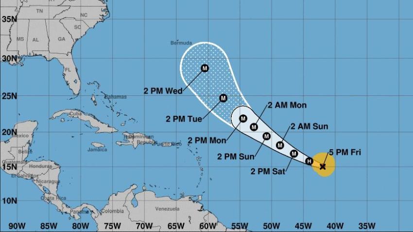 Huracán Larry se intensifica a Categoría 2 con vientos de 100 mph